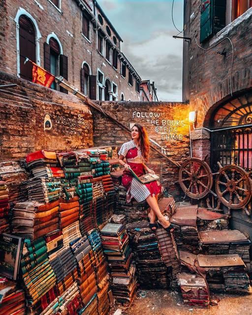 """ベニスの""""世界でもっとも美しい書店""""に隠された真相"""