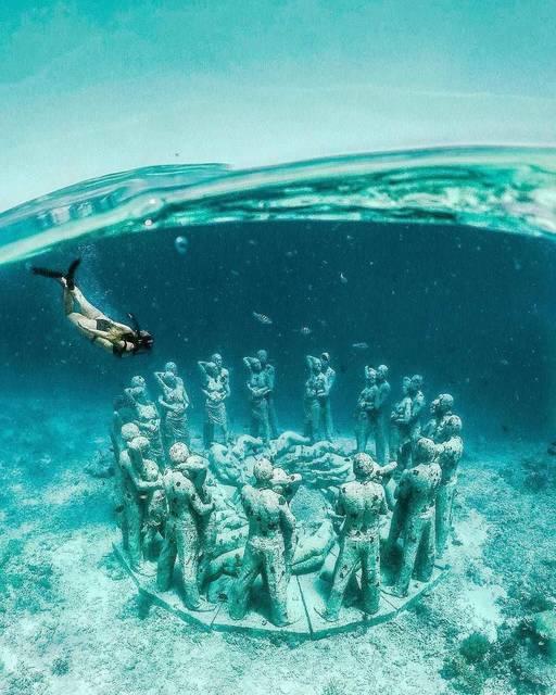 ここはどこ?海に沈む恋人たちの石像