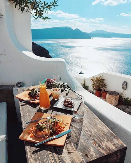 まるで天国!サントリーニ島を堪能できるおすすめのホテルをご紹介♡