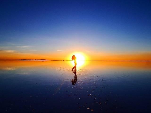 誰もが感動する世界の絶景。ウユニ塩湖への行き方とは?