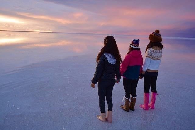 ピンクのウユニ塩湖、見たくない?♡時間帯でこんなに違う、ウユニの魅力