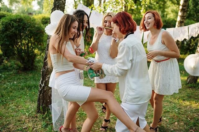 ドレスコードは「オールホワイト」!南仏生まれのサマーナイトイベントが開催