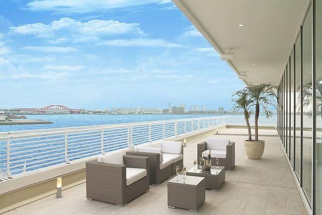 まるで豪華客船!?海に囲まれたホテルで大人女子が楽しめるディスコパーティ開催♡