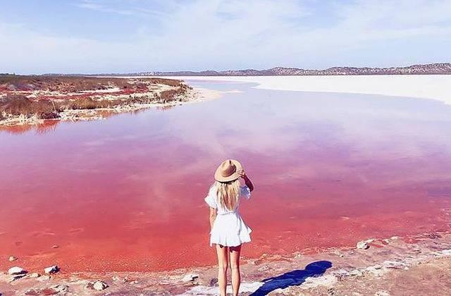 外国人がよく写真を撮っているココどこ?合成じゃないピンクの湖