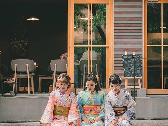 カメラ片手にディープな京都の街を着物で巡る。「五条路地裏さんぽツアー」