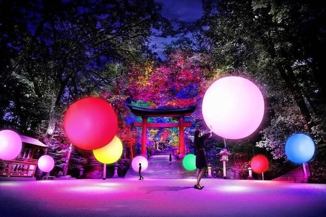 チームラボが神社をフォトジェニックスポット&光のデジタルアート空間に変える!