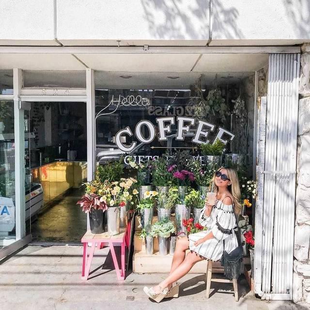 フラワーとカフェの相性は抜群!花に囲まれてコーヒーが楽しめるLAカフェ