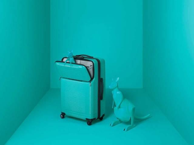 移動時の荷物の出し入れが楽ちん!プロテカのスーツケースに新色ピーコックブルーが仲間入り