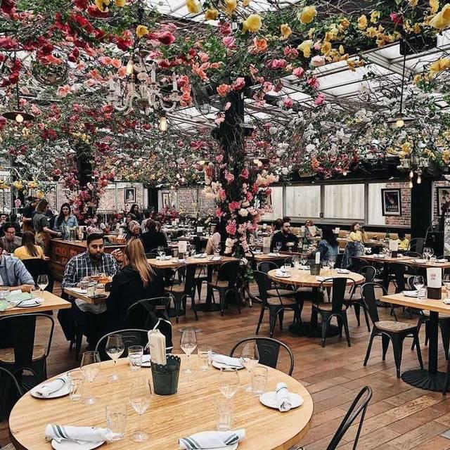 女子の心を鷲掴み!大注目のルーフトップレストランはお花で埋め尽くされた可愛すぎる空間♡