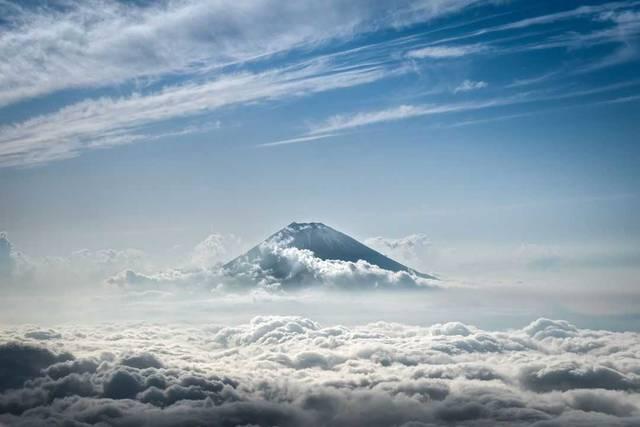 「星のや富士」が開催する日本一ラグジュアリーな富士登山プログラムとは?