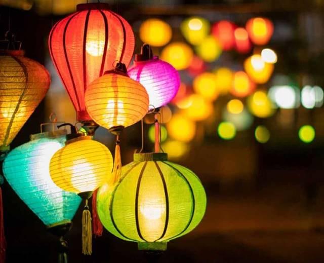 色とりどりのランタンで幻想的な空間に♡ 横浜ベイクォーター「ランタンナイト」