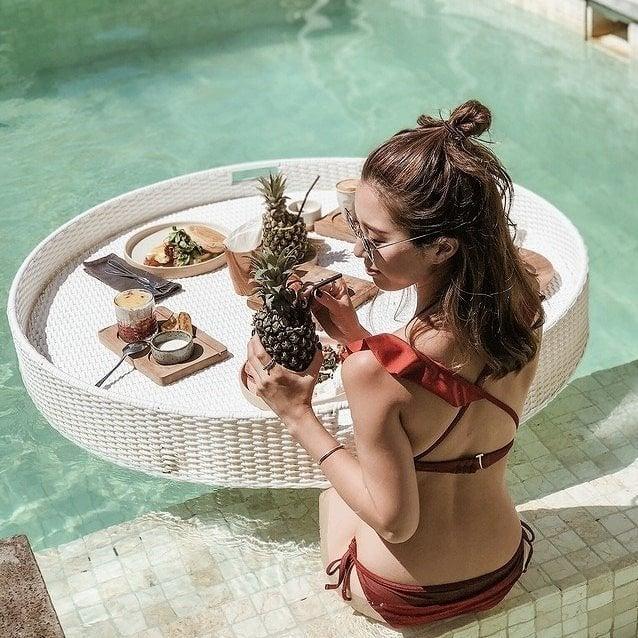 プールに朝食を浮かべるカフェはどこ?バリの激アツ♡スポットを紹介