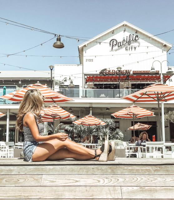 LA絶景ビーチの目の前!開放的なショッピングモールをクローズアップ