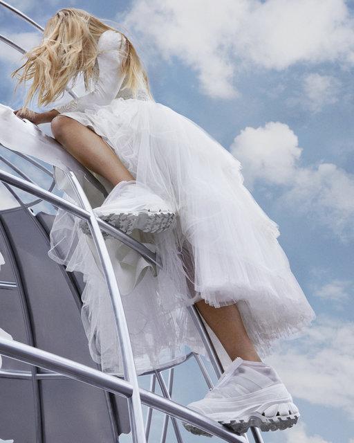 バーバリーの新作スニーカー&パファーウェアで秋ファッションをアップデート!