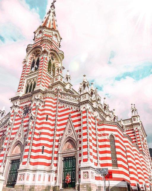 世界三大「赤×白ボーダー」建築物をご披露!