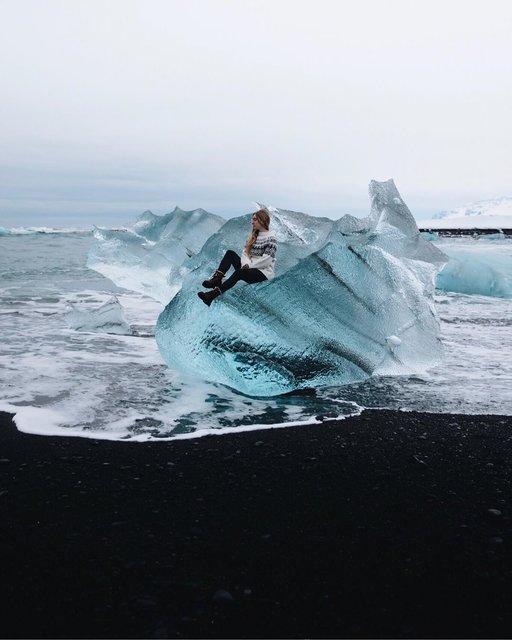 氷が輝くアイスランドのダイヤモンドビーチ