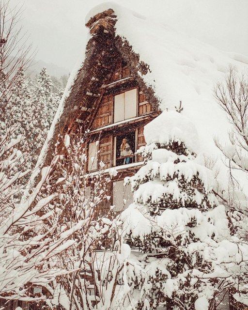 雪化粧の白川郷で味わう日本のWinter Goals