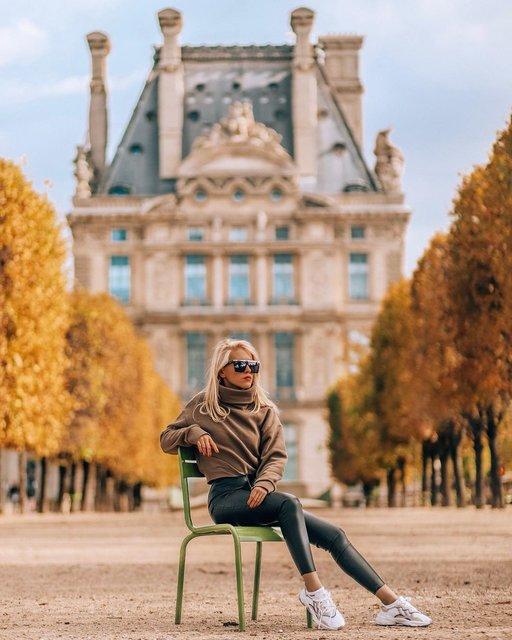 額縁に入れたくなる!パリの美しい並木道と私