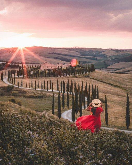 リアル絵画の世界!トスカーナの美しい田舎道