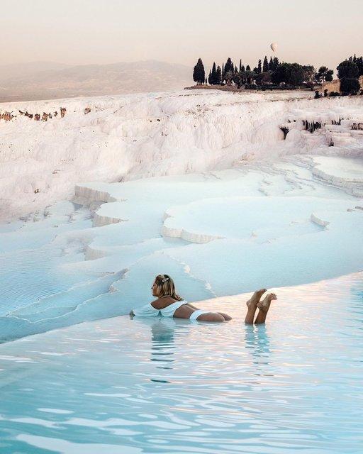 白い石灰棚が美しい世界遺産の温泉!