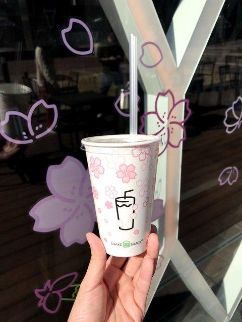 Shake Shack®の桜フォトスポット♡期間限定で東京、京都、大阪に登場!