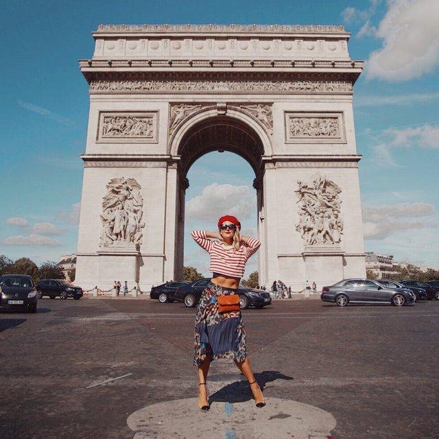 エッフェル塔と並ぶパリのシンボル「凱旋門」