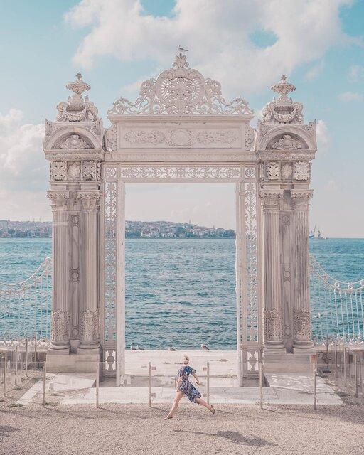 トルコにあるドルマバフチェ宮殿の白き門が素敵