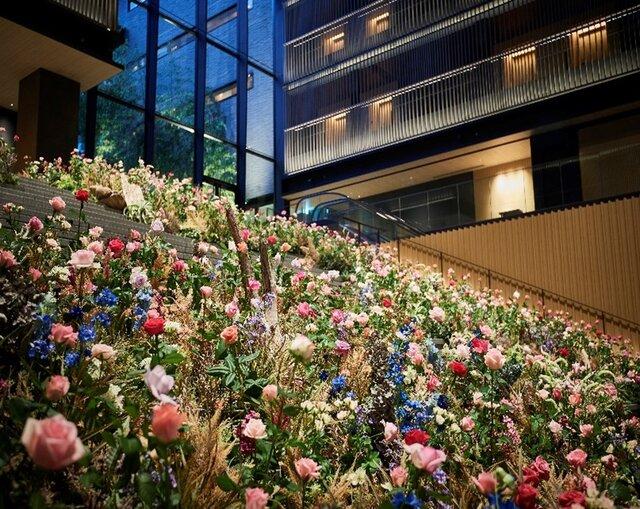 京都の4つ星ホテル「THE THOUSAND KYOTO」で1000本のバラが大階段に咲き誇るイベント開催