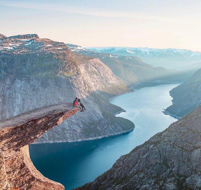 ノルウェーの絶景スポット「トロルの舌」