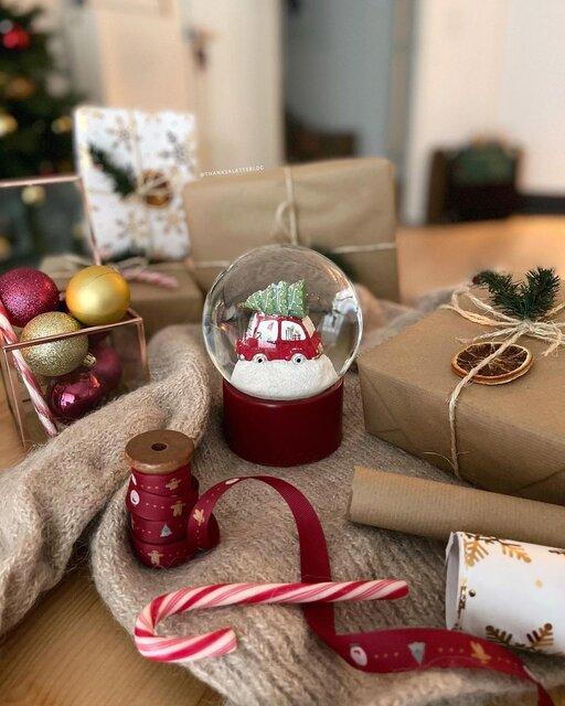 おしゃれなクリスマスを演出できるスノードームにたくさんの想いを閉じ込めて