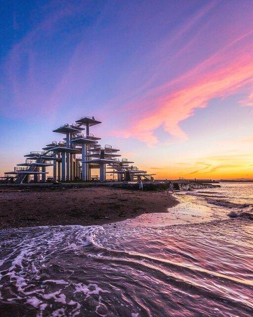 東京湾を一望できる日の出スポット「明治百年記念展望塔」