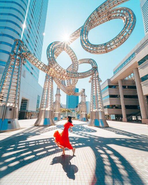 横浜にある不思議なモニュメント「モクモク ワクワク ヨコハマ ヨーヨー」
