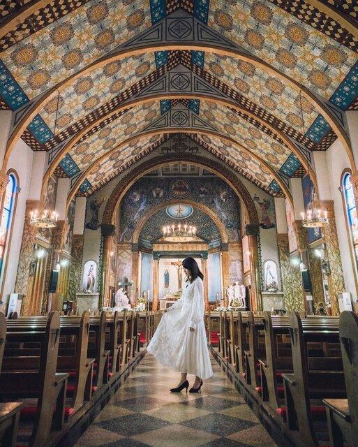 「カトリック碑文谷教会(サレジオ教会)」の美しき空間に心洗われる