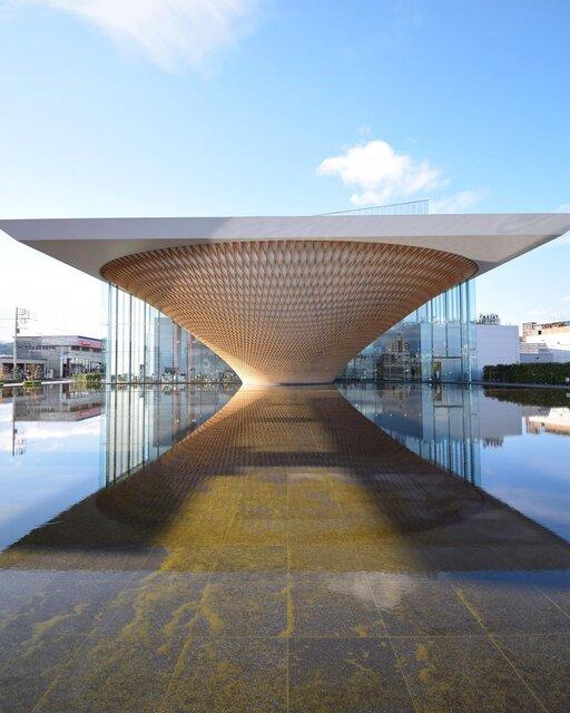 アイコニックな建物と富士山を一度に楽しめる「富士山世界遺産センター」