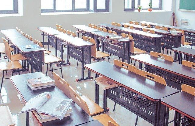 介護福祉士養成校入学 定員の5割切る