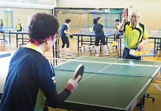 観察力と技術に限界なし 卓球一筋60年
