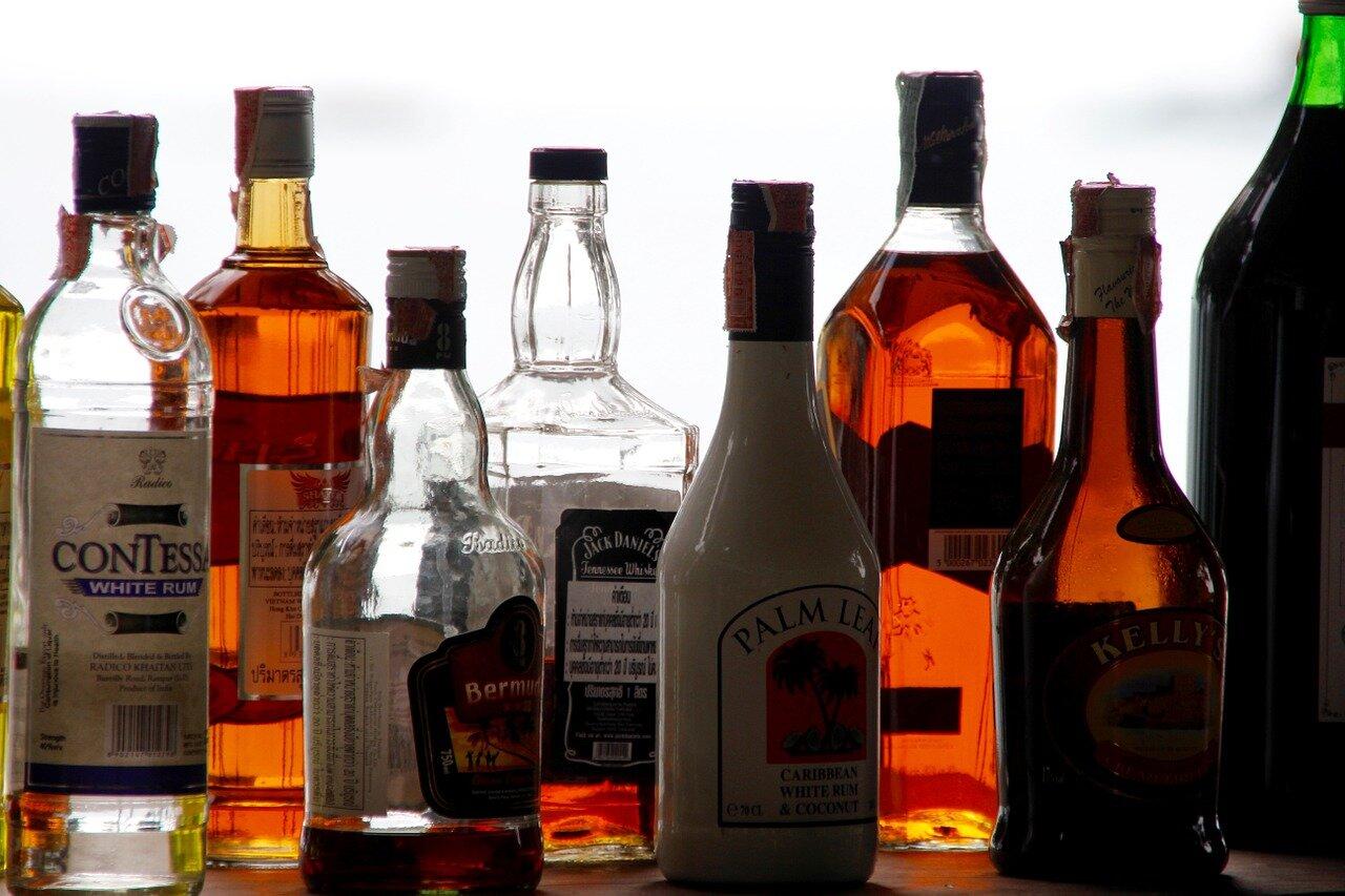 新型コロナ 「酒」で消毒可能 厚労省が通知
