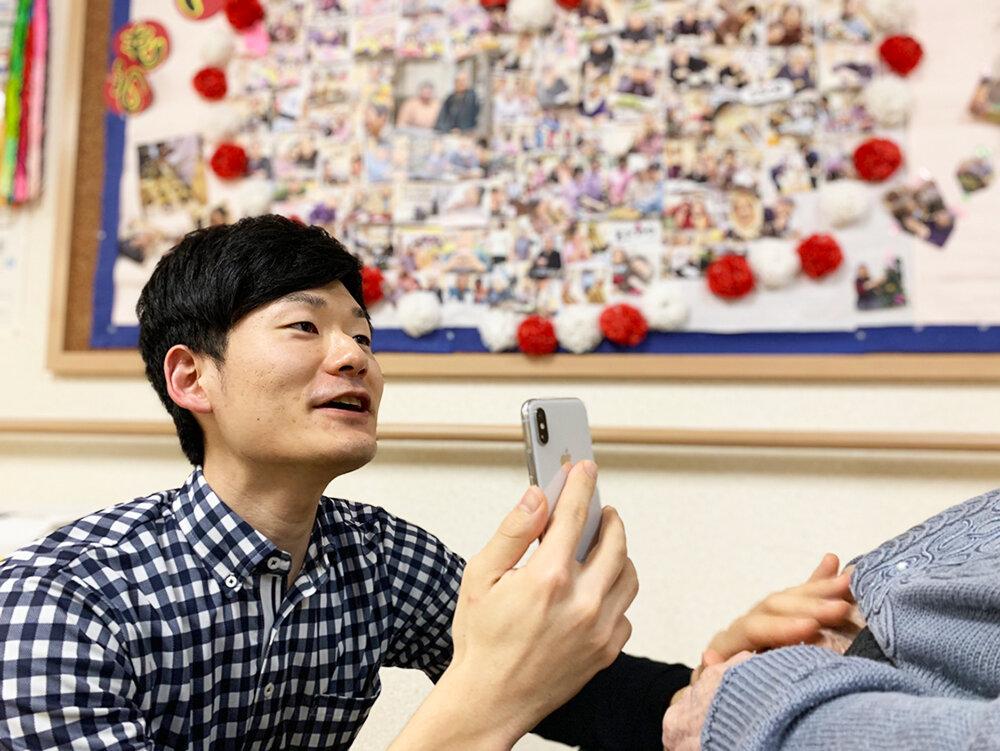 ビジネスチャット「LINE WORKS」をフル活用 翻訳機能で外国人職員とのコミュニケーションも