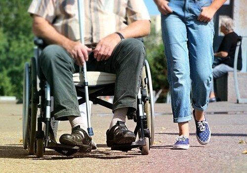 【給付分析】短期入所・短期利用 在宅介護支える多様な提供システム