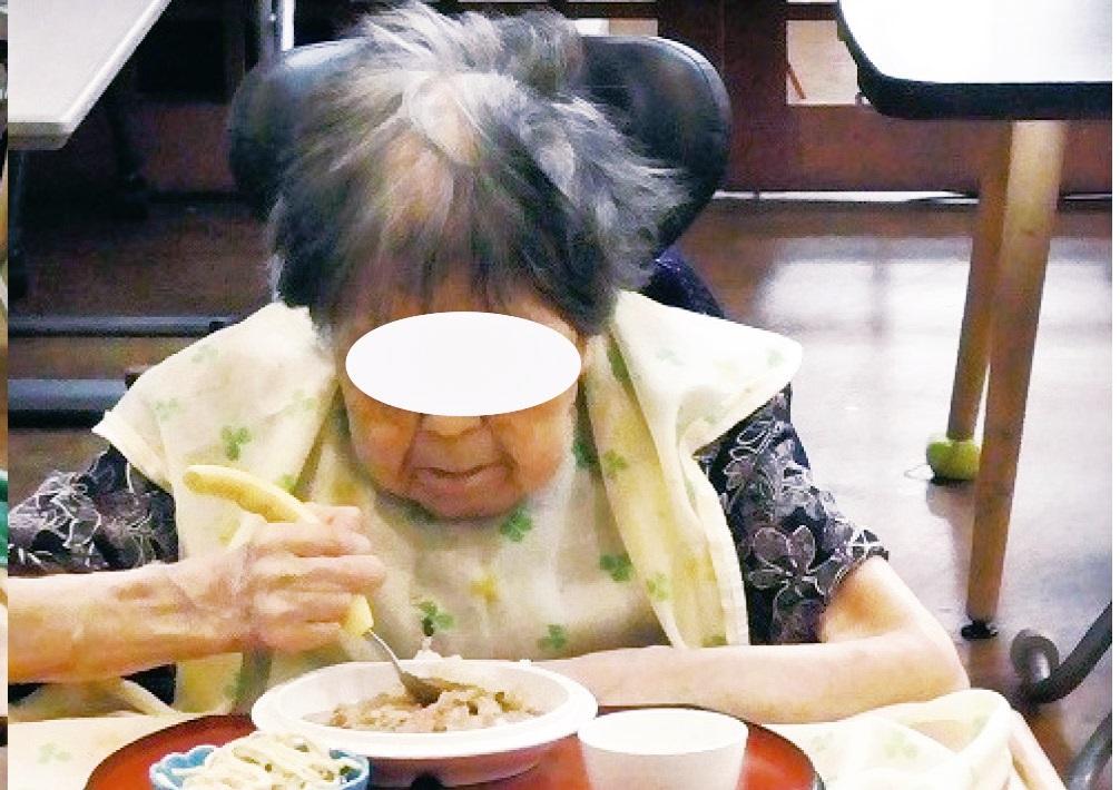 (写真3)楽に座り食事