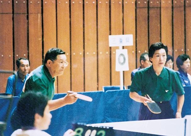 ねんりんピック初出場時の長谷川さん(左)。91 年岩手大会で