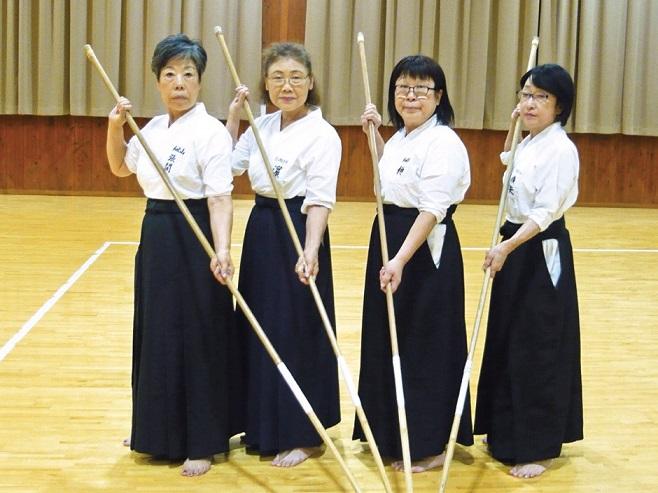 左から張間広子さん(Aチーム)、濵仁子さん(B チーム)、榊倫子さん(A)、横矢靖子さん(B)