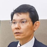 聴力測定室で田中本部長