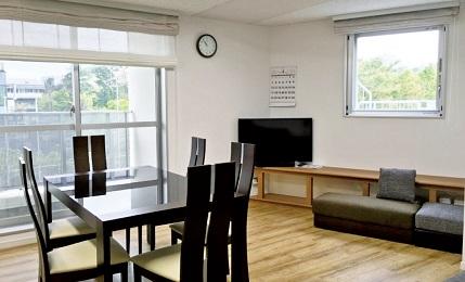 5 階にある食堂兼リビング