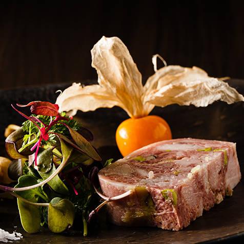 六本木の裏路地に佇むフレンチベースレストラン「TAMANI」|EAT