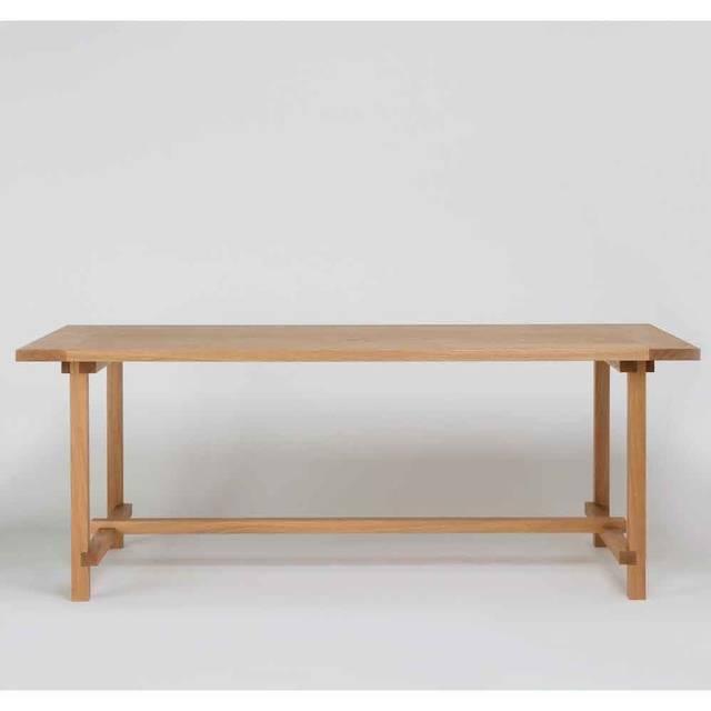 建築フレームのように美しいダイニングテーブル|Another Country
