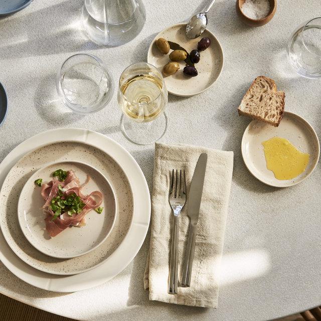 近藤麻理恵氏の哲学からインスピレーションを受け、テーブルウェアに反映|ROSENDAHL COPENHAGEN