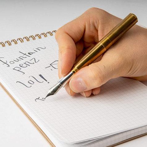 高級筆記具ならではの書き心地と携帯性を実現した万年筆|SCHONDSGN