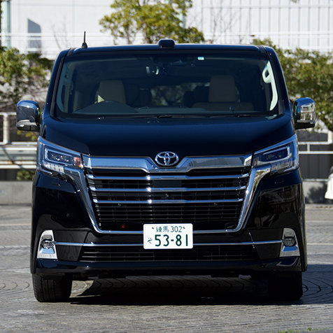 """上級送迎車""としての存在感──トヨタのフルサイズワゴン「グランエース」に試乗
