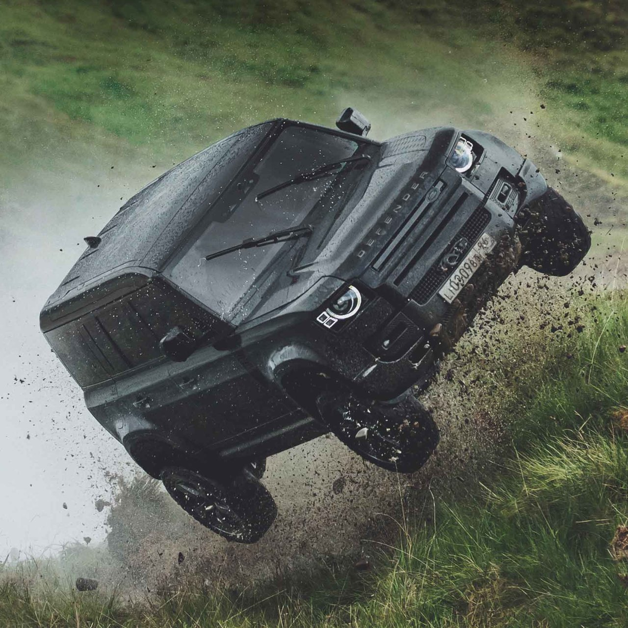 007シリーズ最新作「NO TIME NO DIE」にディフェンダーが登場 Land Rover